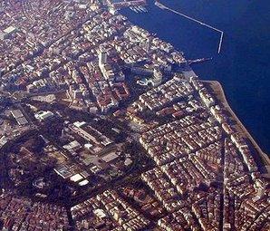 İzmir'de dayanıksız 500 bin bina için tek çözüm kentsel dönüşüm!