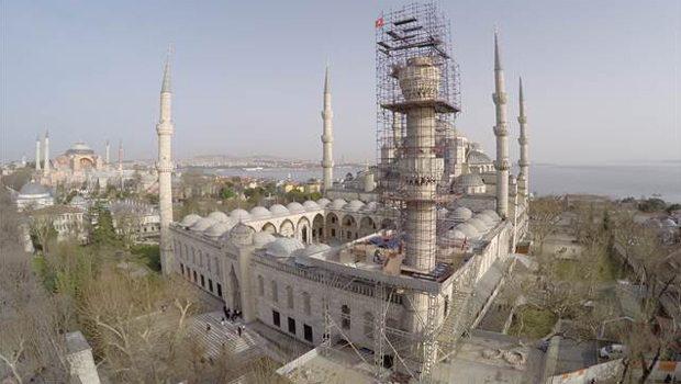 Sultanahmet Camisi'nin bir minaresinde kayma var