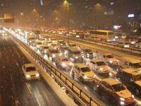 İstanbul'da TEM durdu, vatandaşlar yürüdü